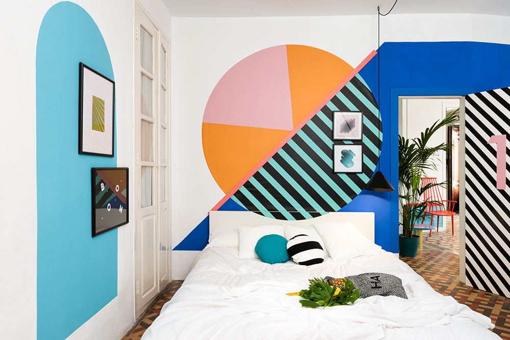 Valencia lounge hostel by masquespacio design is this for Hostel room interior design ideas