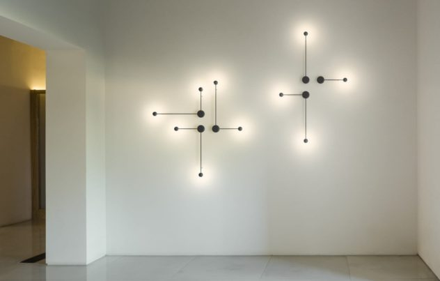 Αφαιρετικό φωτιστικό τοίχου Vibia Pin
