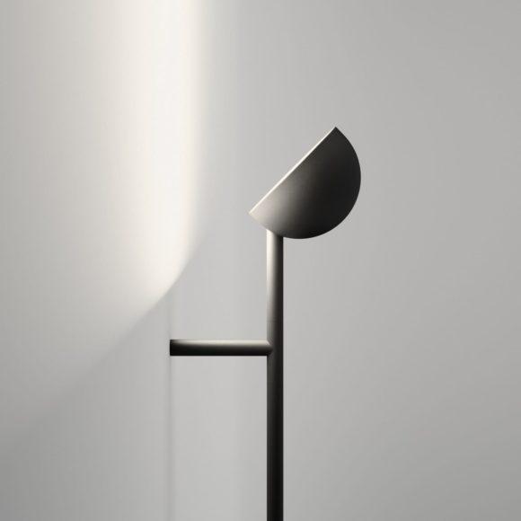 Αφαιρετικό φωτιστικό τοίχου Vibia Pin από τον Ichiro Iwasaki