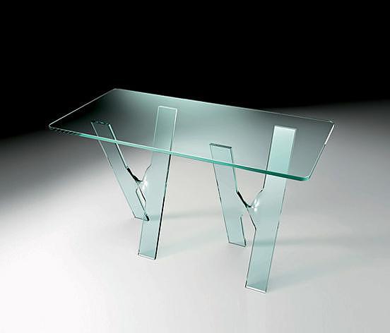 Αέρινα γυάλινα τραπέζια Next της Fiam Italia.