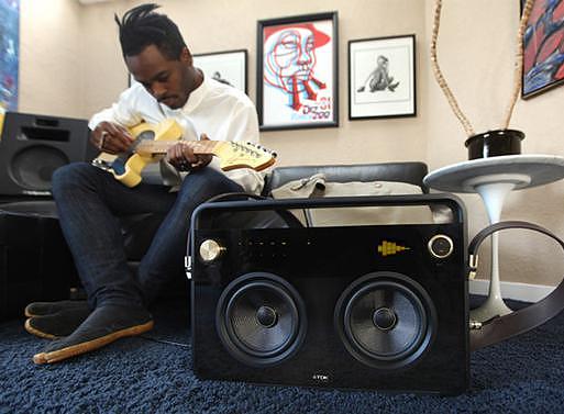 Φορητό ηχοσύστημα TDK Boombox.