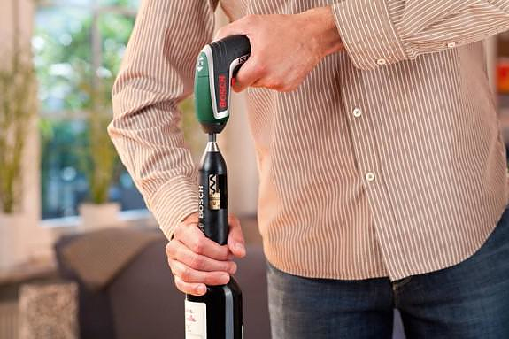 Bosch IXO Vino, a Cordless Screwdriver becomes an Electric Corkscrew.