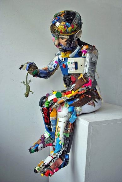 Γλυπτά φτιαγμένα από σκουπίδια από τους Dario Tironi και Koji Yoshida.