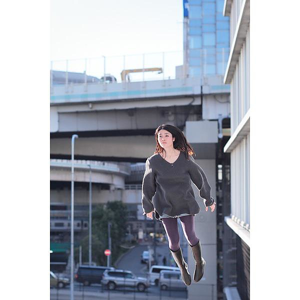 Natsumi Hayashi, Tokyo's levitating girl.