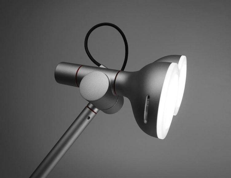 Φωτιστικό γραφείου LED από την STUDIO LOBOT.
