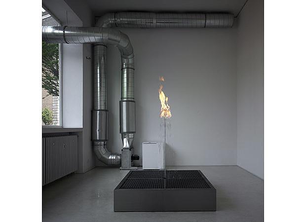 Τέχνη με νερό και φωτιά από τον Jeppe Hein.