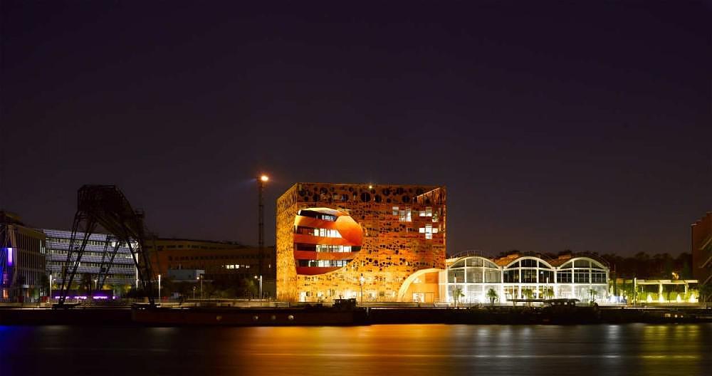 Le Cube Orange των Jacob & MacFarlane Architects.