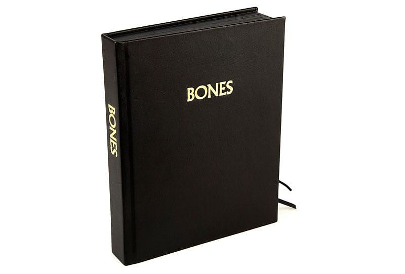 Bronze Bones, εκσυγχρονίζοντας το ντόμινο.
