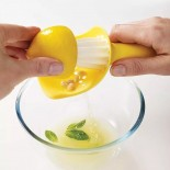 Catcher™ Citrus Reamer with Pip Catcher (Yellow) - Joseph Joseph
